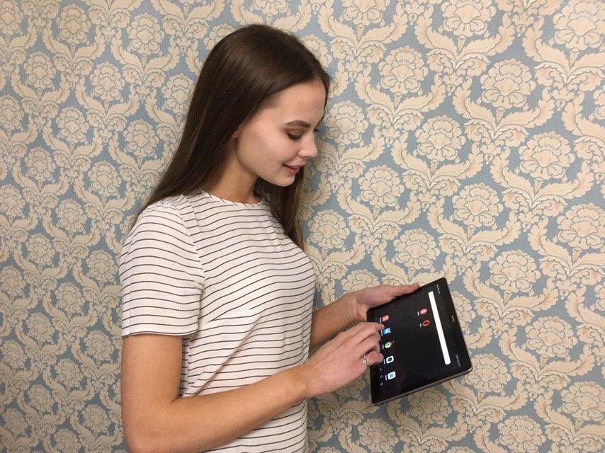 Издатель портала Go18.ru вручила планшет «Мисс Интернет» в Ижевске , фото-2