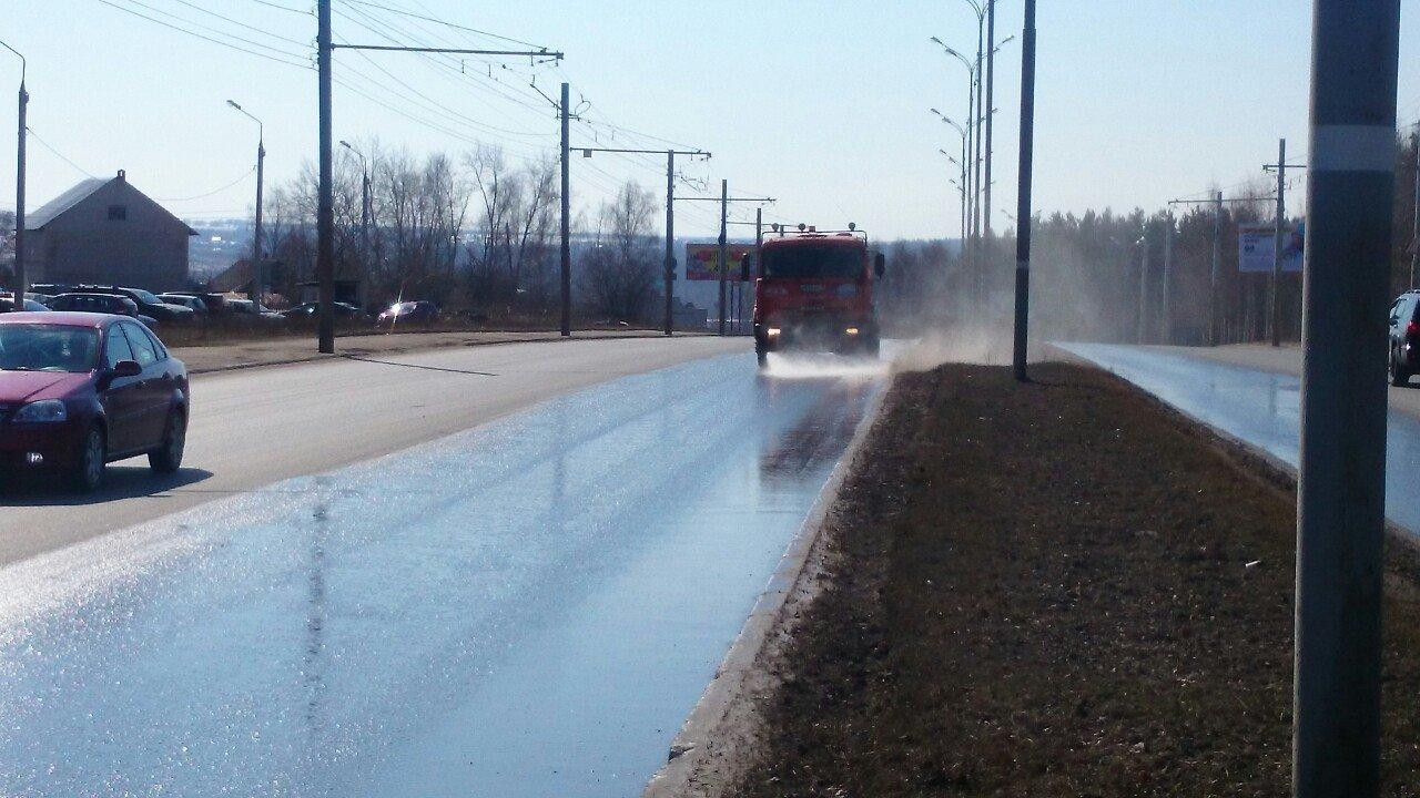 В Ижевске продолжают мыть улицы, фото-1
