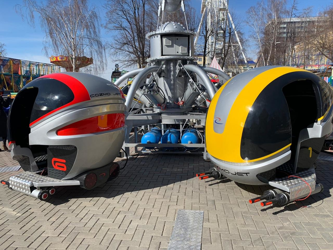 В Летнем саду начнет работу уникальный аттракцион — космические капсулы Cozmo Jet, фото-1