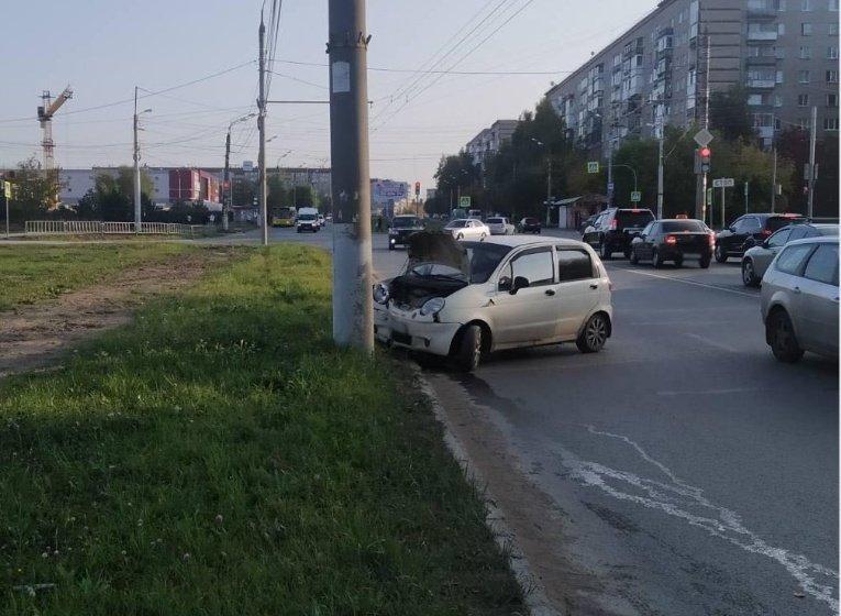 В Ижевске женщина в состоянии алкогольного опьянения въехала в столб , фото-1
